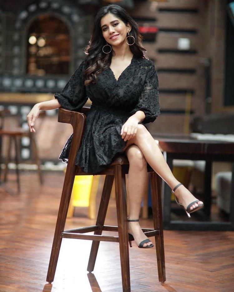 నభా నటేష్ హాట్ ఫోటోషూట్ (Nabha Natesh/twitter)