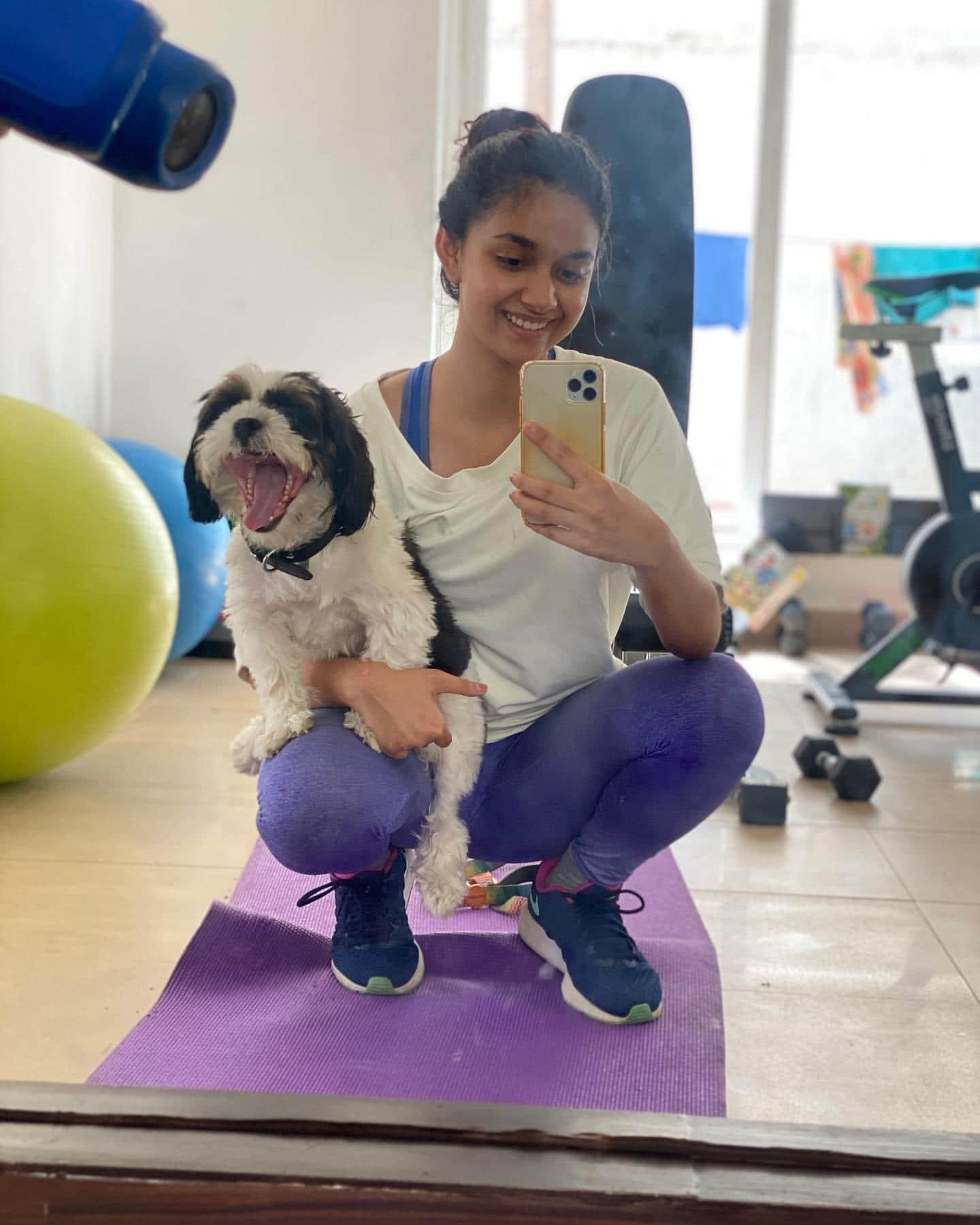 కుక్క పిల్లతో ఆడుకుంటున్న కీర్తి సురేష్ (keerthy suresh with her puppy/Instagram)