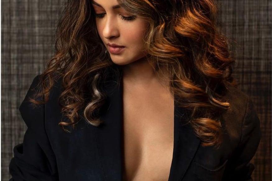 రియా సేన్ హాట్ ఫోటోలు (Riya Sen/Instagram)