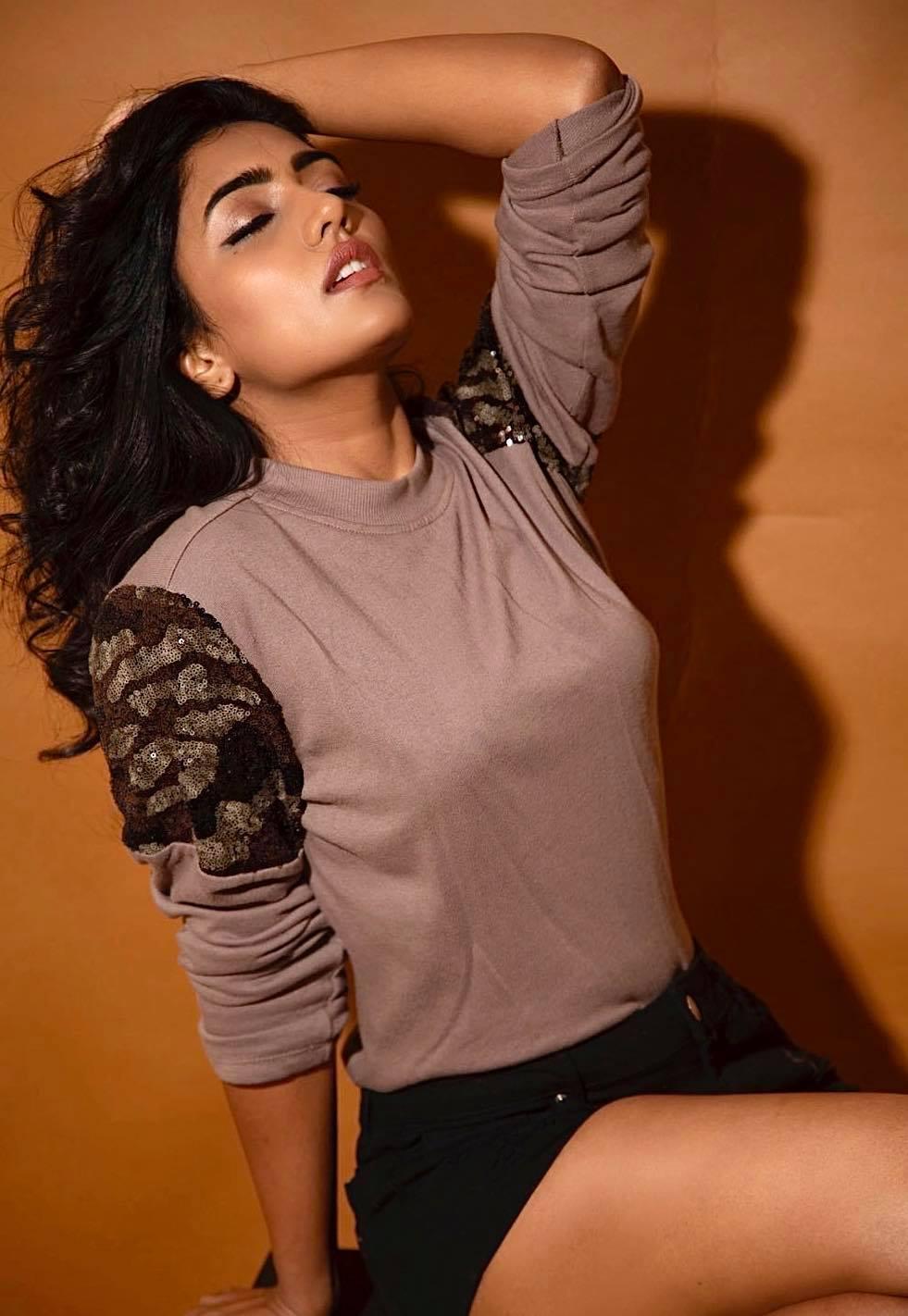 అఖిల్, పూజా హెగ్డేల 'మోస్ట్ ఎలిజిబుల్ బ్యాచిలర్' సినిమాలో కూడా కీలక పాత్రలో నటిస్తోంది. (eesha rebba hot/instagram)