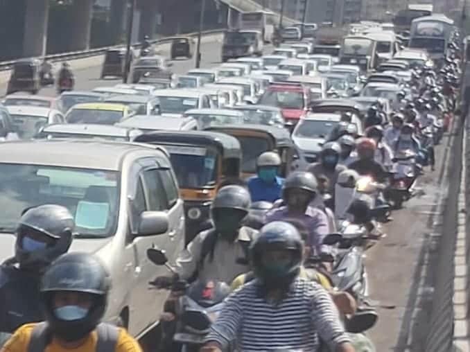 ముంబైలోని వెస్ట్రన్ ఎక్స్ప్రెస్ హైవేపై ఒక్కసారిగా పెరిగిన రద్దీ