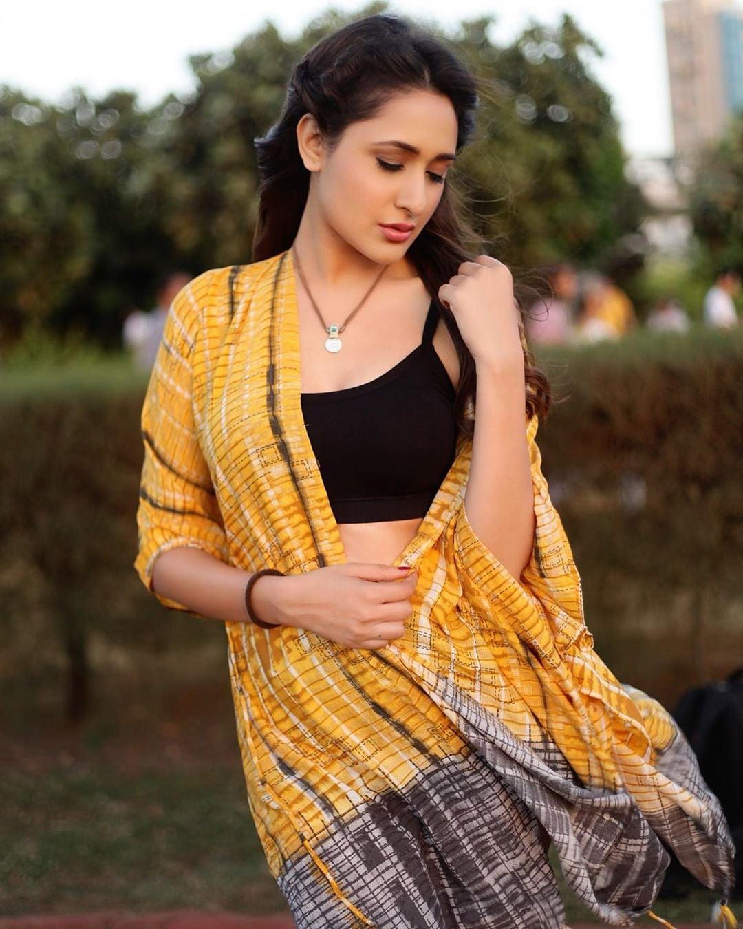 ప్రగ్యా జైస్వాల్ లేటెస్ట్ ఫోటో షూట్ (Instagram/Photo)