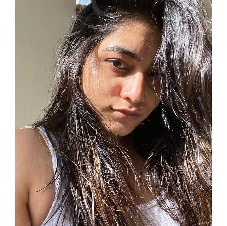 పునర్నవి... అదిరిన లేటెస్ట్ పిక్స్.. Photo: facebook