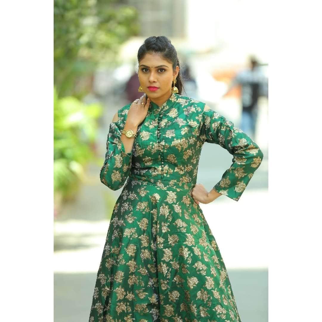 చమ్మక్ చంద్ర టీం కమెడియన్ సత్య శ్రీ లేటెస్ట్ ఫోటో షూట్ (lady comedian sathya sree/Twitter)