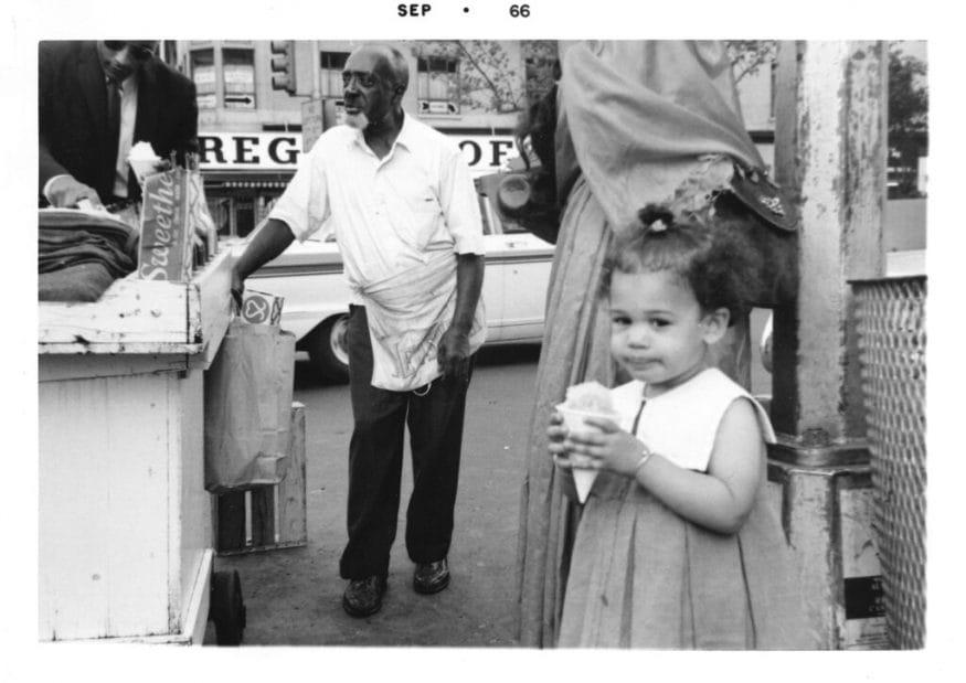 ఐస్ క్రీమ్ తింటున్న కమలా హారిస్... చిన్నప్పటి ఫొటో (Kamala Harris campaign via AP)