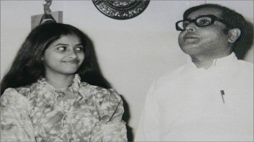 1982: కూతురు షర్మిష్టతో ప్రణబ్ ముఖర్జీ