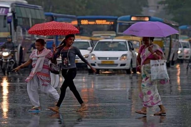 Rains: మరో గంటలో ఈ ప్రాంతాల్లో ఉరుములతో కూడిన వర్షం.. ఐఎండీ హెచ్చరిక