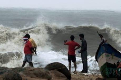 ఏపీ ప్రజలు, మత్స్యకారులకు విశాఖ వాతావరణ కేంద్రం హెచ్చరిక
