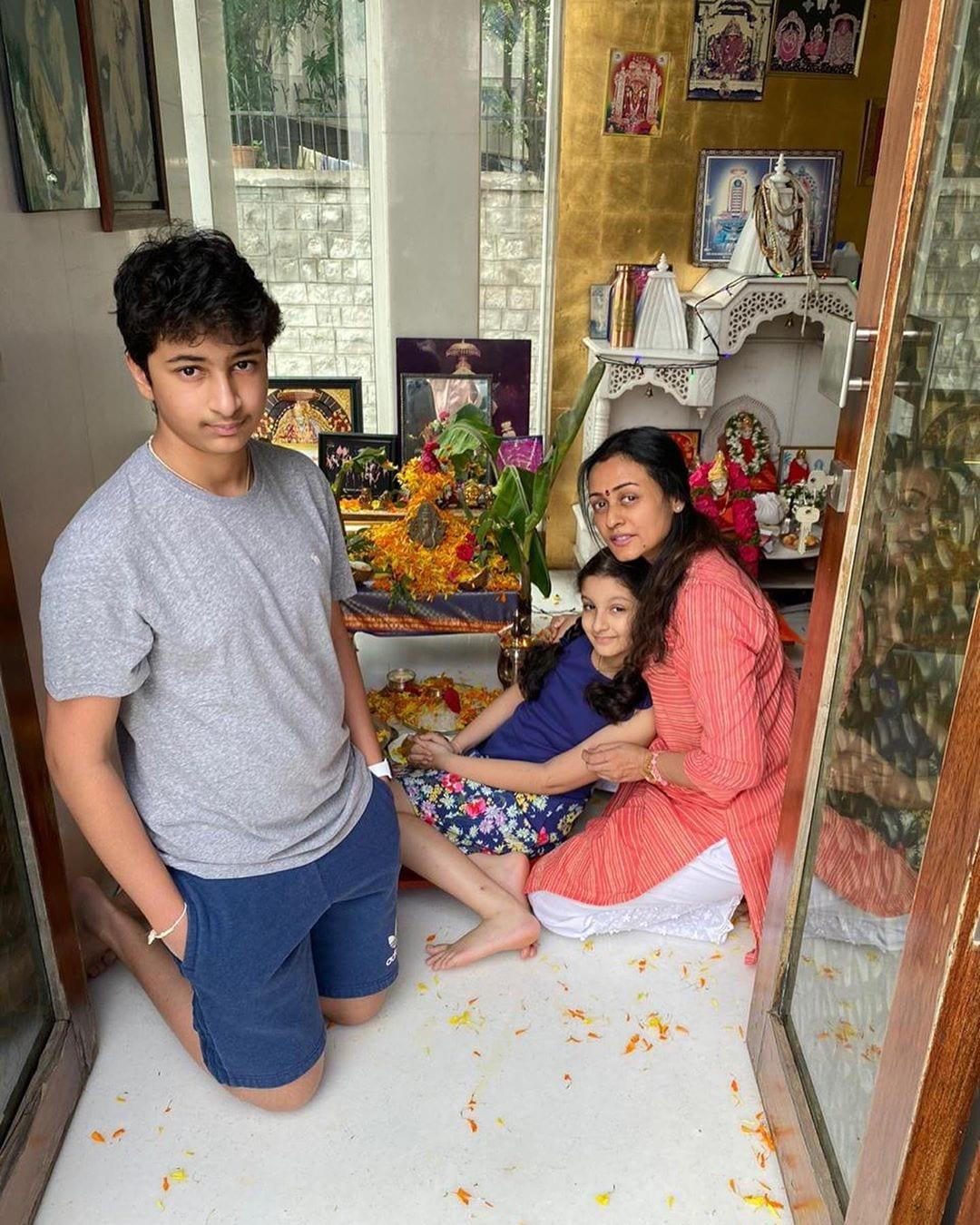 మహేష్ బాబు ఇంట్లో గణేష్ చతుర్ధి సంబరాల్లో పాల్గొన్న మహేష్ బాబు పిల్లలు గౌతమ్ కృష్ణ,సితార (Instagram/Photo)