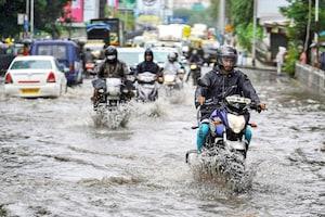 Mumbai rains : సముద్రంలా ముంబై... అతి భారీ వర్ష సూచన... వరదల దృశ్యాలు