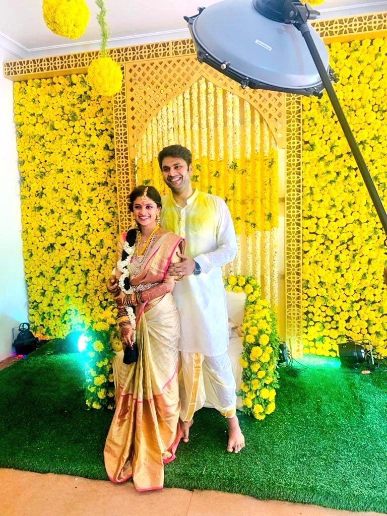 ఇక ప్లస్ అనే కన్నడ మూవీతో హీరోయిన్గా ఎంట్రీ ఇచ్చిన షాలిని.. తెలుగు, తమిళం, కన్నడ భాషల్లో పలు చిత్రాల్లో నటించింది.(Image:@PRO_Priya/Twitter)