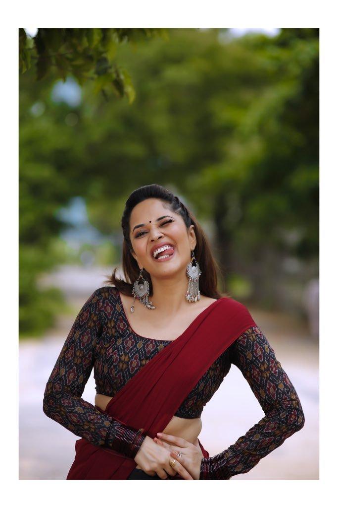 Anasuya Bharadwaj : లంగా ఓణీలో జబర్దస్త్ భామ... అదిరిన లేటెస్ట్ పిక్స్.. Photo : Instagram