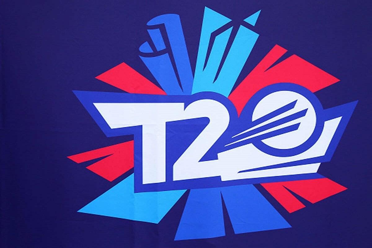 కరోనా వైరస్ వ్యాప్తి కారణంగా ఈ ఏడాది అక్టోబర్-నవంబర్లో ఆస్ట్రేలియా వేదికగా జరగాల్సిన టీ20 ప్రపంచకప్ (T20 worldcup) వాయిదాపడటం తెలిసిందే. ఈ నేపథ్యంలో వరుసగా రెండేళ్లు 2021, 2022లో నిర్వహించే టీ20 వరల్డ్ కప్ల ఆతిథ్య హక్కుల విషయంలో ఐసీసీ క్లారిటీ ఇచ్చింది. ముందుగా నిర్ణయించిన మేరకు 2021 టీ20 వరల్డ్ కప్ను భారత్ వేదికగానే నిర్వహించాలని శుక్రవారంనాటి సమావేశంలో ఐసీసీ కీలక నిర్ణయం తీసుకుంది.