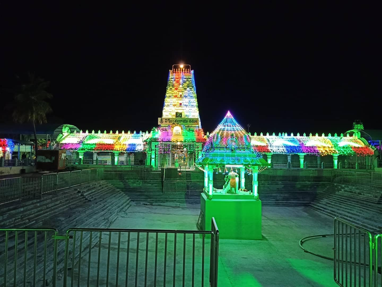 కాణిపాకం వరసిద్ధి వినాయకస్వామి ఆలయం విద్యుత్ దీపాలంకరణ