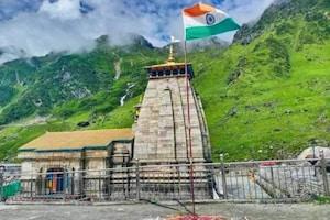PICS: కేదార్నాథ్ ఆలయం వద్ద మువ్వన్నెల జెండా రెపరెపలు