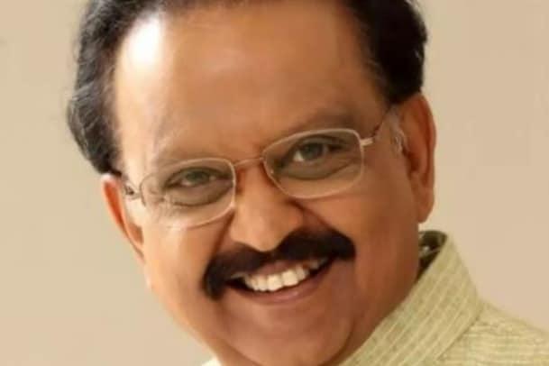 SP Balasubrahmanyam | గాన గంధర్వుడు SPB కోలుకోవాలంటూ అభిమానుల ప్రార్థనలు..