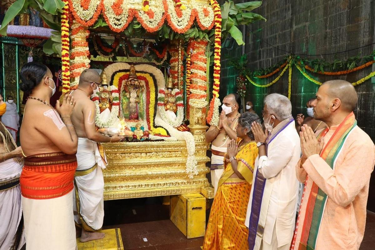 సర్వభూపాల అంటే అందరు రాజులు అని అర్థం. వీరిలో దిక్పాలకులు కూడా చేరతారు.