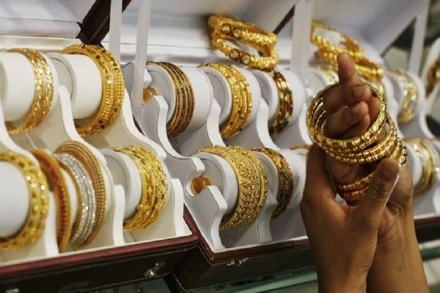 2. హైదరాబాద్లో 22 క్యారట్ బంగారంపై ఒక్క రోజులో రూ.450 పెరిగి రూ.49,520 ధరకు చేరుకుంది. సెప్టెంబర్ 3న ఆభరణాల తయారీకి ఉపయోగించే బంగారం ధర రూ.48,770. అంటే రూ.750 పెరిగింది. (ప్రతీకాత్మక చిత్రం)