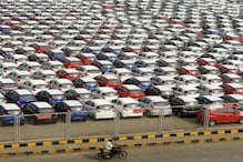 Cars: నిబంధనలు అతిక్రమించినందుకు... ఫెరారీ, లంబోర్ఘిని సహా కార్లన్నీ రోడ్డుపైనే నిలిపివేత