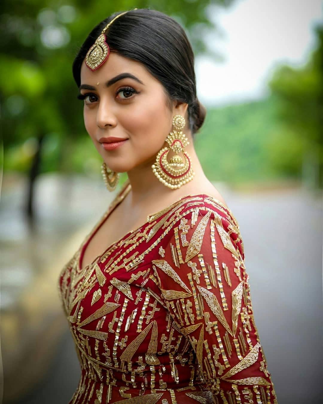 Poorna : డీ షో పూర్ణ లేటెస్ట్ ఫోటో షూట్... అదిరిన పిక్స్.. Photo : Instagram