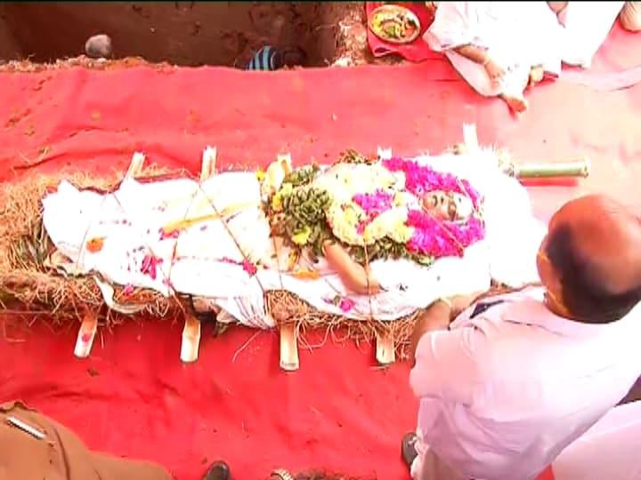 SP Balasubrahmanyam : గాన గంధర్వునికి కన్నీటి వీడ్కోలు..ముగిసిన అంత్యక్రియలు..