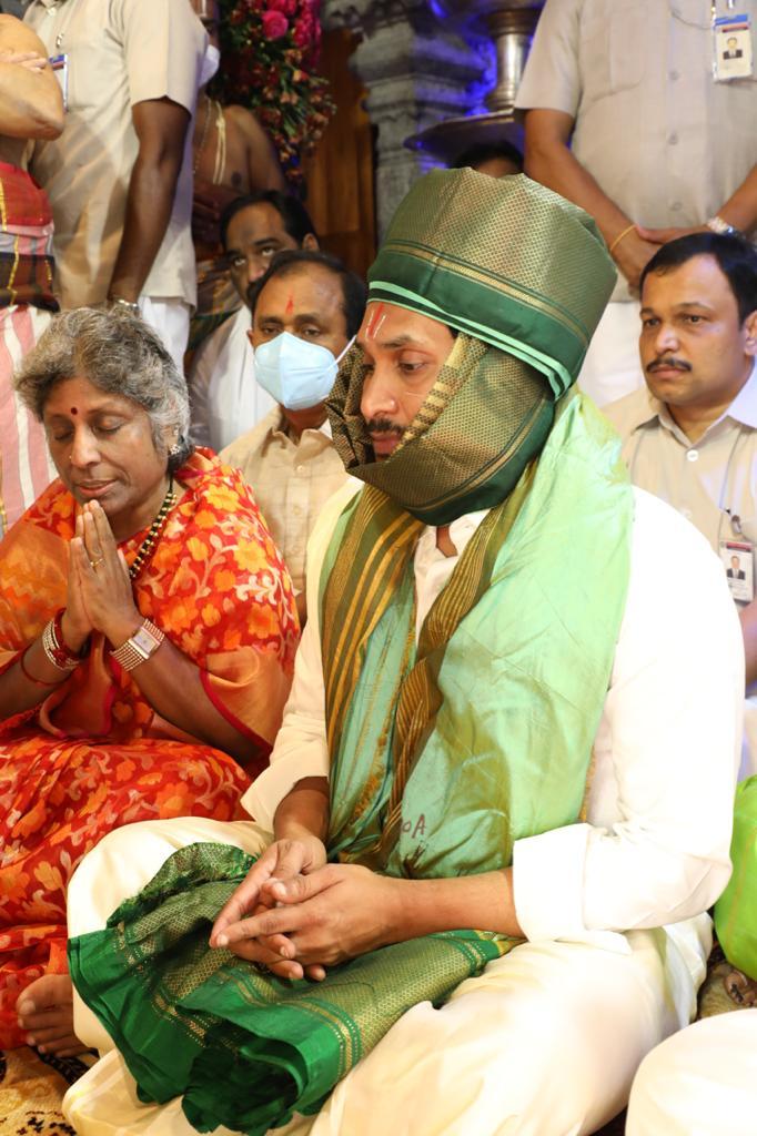 శ్రీవారి బ్రహ్మోత్సవాల్లో పాల్గొన్న సీఎం జగన్