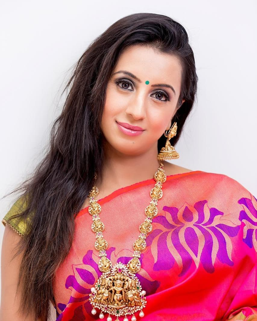 Sanjana : సాండల్ హుడ్ భామ సంజన పిక్స్.. Photo : Twitter