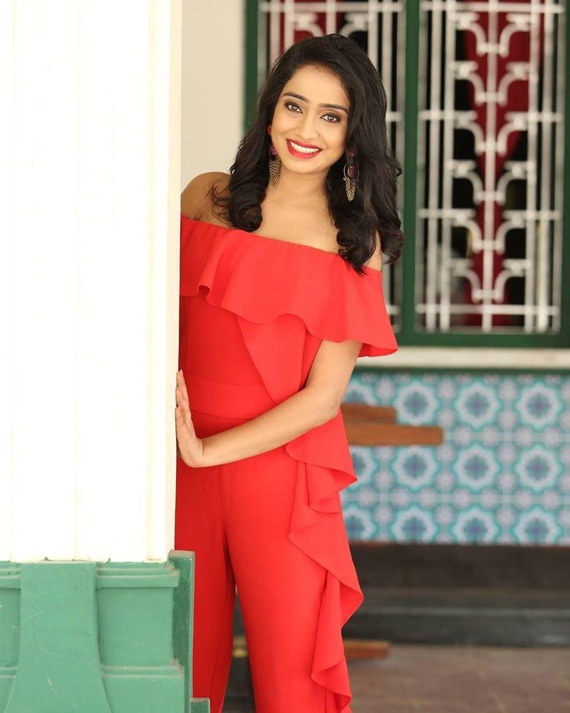 ఐపిఎల్ యాంకర్ వింద్య హాట్ ఫోటోస్ (IPL anchor Vindhya Vishaka photos/instagram)