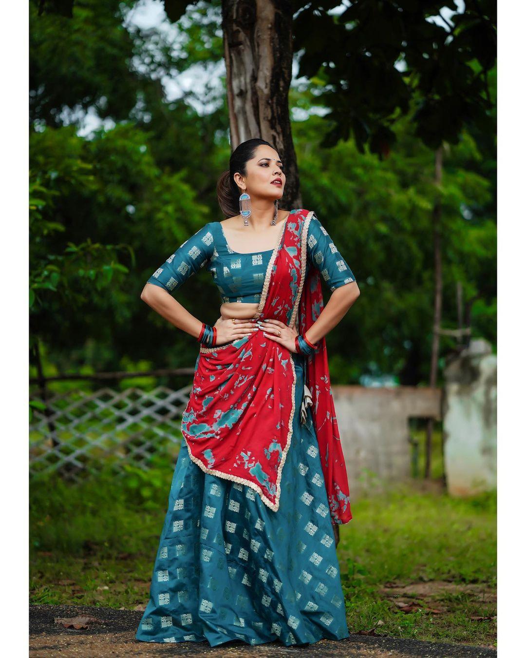 Anchor Anasuya : లేటెస్ట్ ఫోటో షూట్లో మెరిసిపోతున్న జబర్దస్త్ భామ అనసూయ..Photo : Instagram