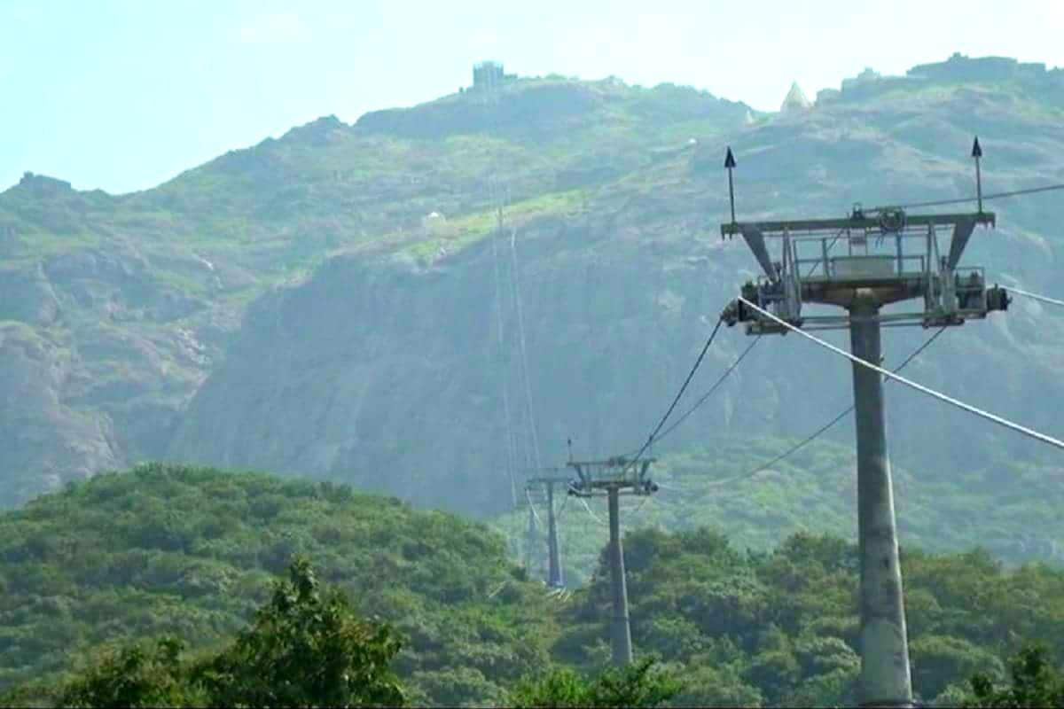 కొండపై అంబే మాత ఆలయం ఉంది. అక్కడకు వెళ్లేందుకు 2.13 కిలోమీటర్ల దూరం ఉంటుంది. ఇప్పుడు రోప్ వే ద్వారా ప్రజలు 8 నిమిషాల్లో ఆలయాన్ని చేరుకోగలరు.