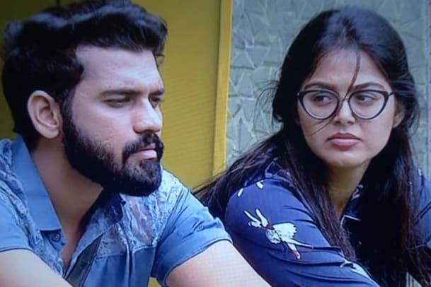 Bigg Boss 4 Telugu: పార్టీ మార్చిన మోనాల్.. అఖిల్ను వదిలేసి అవినాష్తో రొమాన్స్..