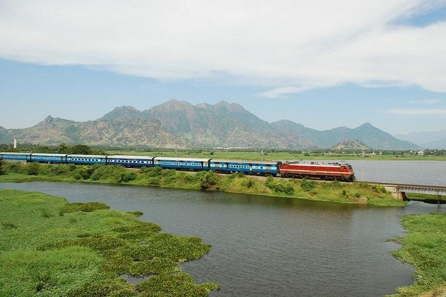 3. Indian Railways: స్పెషల్ ట్రైన్స్ చాలా వరకు నవంబర్ 30 వరకే నడుస్తాయని గతంలోనే ప్రకటించింది భారతీయ రైల్వే. వీటిలో కొన్ని రైళ్లను కొన్ని రోజులు పొడిగించింది. ఆ జాబితాను కూడా విడుదల చేసింది. (ప్రతీకాత్మక చిత్రం)