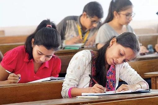 CBSE Exams: ఆ పరీక్షలు రద్దయ్యే ఛాన్సే లేదు.. సీబీఎస్ఈ సెక్రటరీ కీలక ప్రకటన