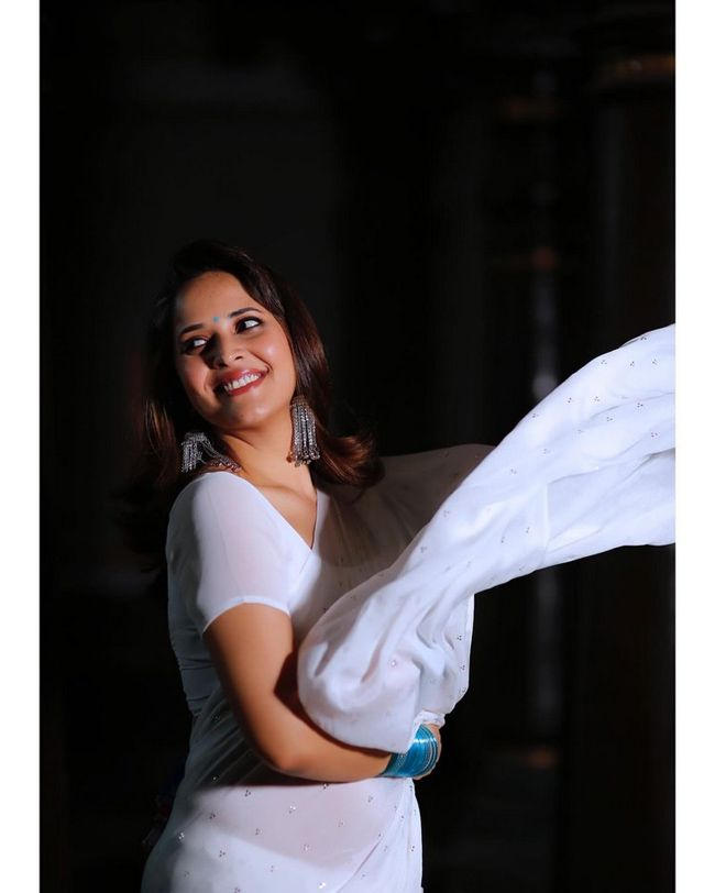 అనసూయ భరద్వాజ్ హాట్ షో (Anasuya Bharadwaj new photos/instagram)