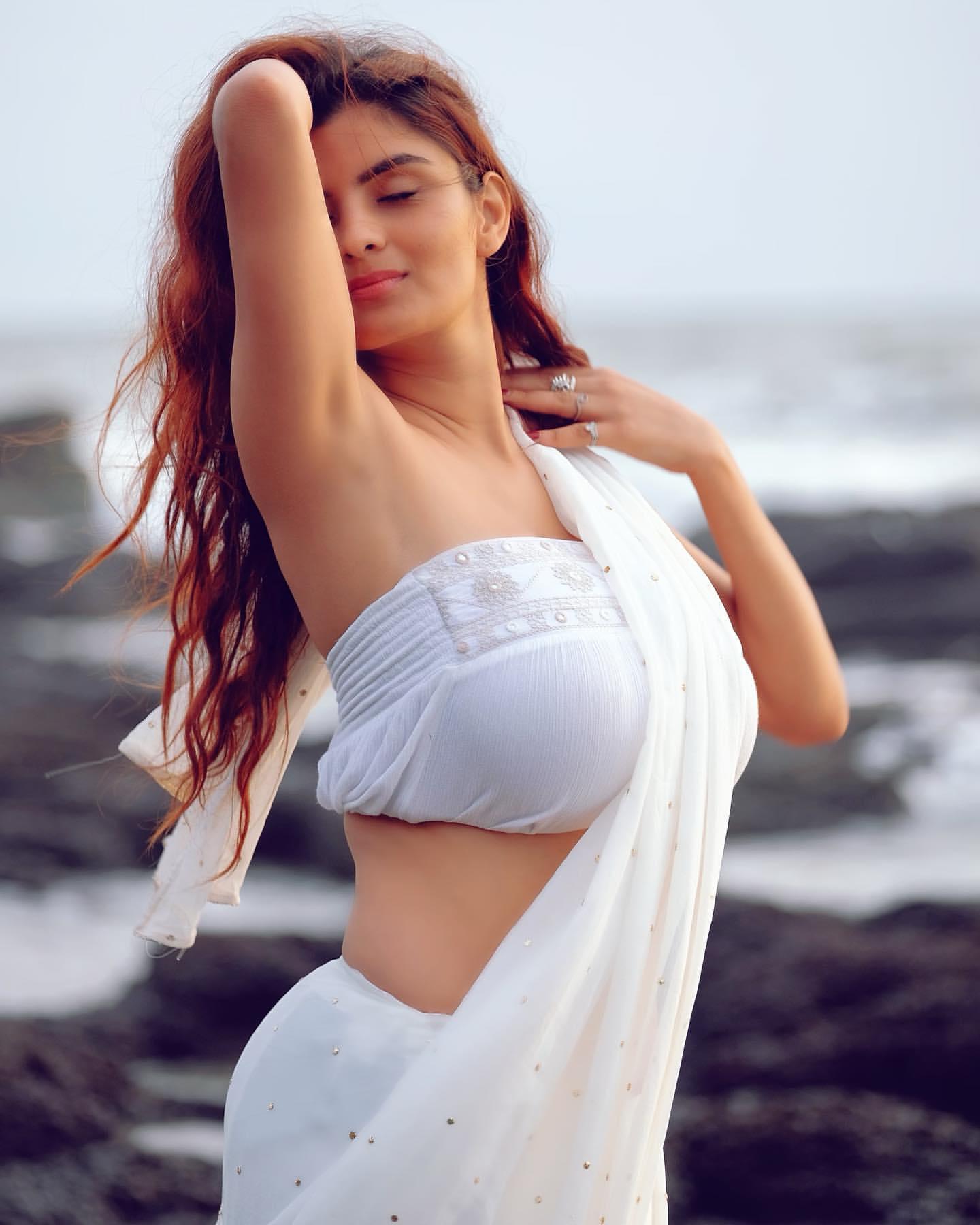 Anveshi Jain : అందాల పూదోట అన్వేషి పరువాలకు ఫిదా అవ్వాల్సిందే.. Instagram