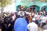 Flood Relief Fund: వరద బాధితులకు ఎంత కష్టం... రూ.10 వేల కోసం తిప్పలు పడుతున్న జనం