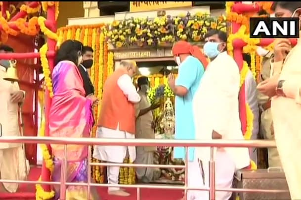Hyderabad Elections: చార్మినార్ భాగ్యలక్ష్మీ అమ్మవారిని దర్శించుకున్న అమిత్ షా...