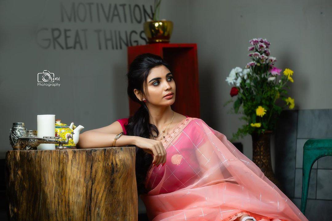 జబర్దస్త్ వర్ష.. రచ్చ మామాలుగా లేదు.. కేక పెట్టిస్తోన్న పిక్స్.. Photo : Instagram
