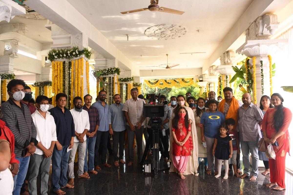 'సర్కారు వారి పాట'లో మహేష్ బాబు సరసన కీర్తి సురేష్ హీరోయిన్గా నటిస్తోంది. ఈ చిత్రం రెగ్యులర్ షూటింగ్ జనవరి మొదటి వారంలో ప్రారంభం కానుంది. (Twitter/Photo)