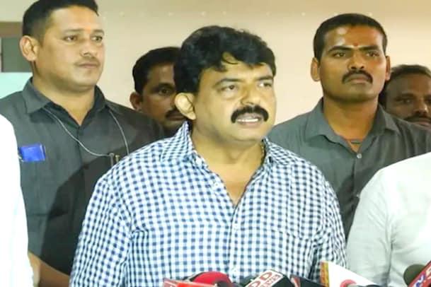Attack on Minister: మంత్రి పేర్నినానిపై హత్యాయత్నం... తాపీతో దుండగుడి దాడి