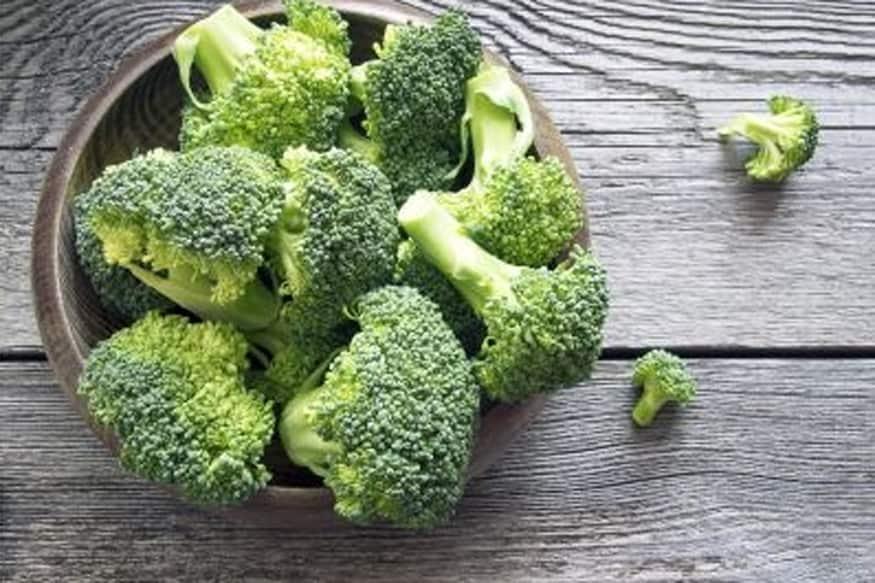 బ్రకోలీ (broccoli)... ఆరోగ్యకరమైన కార్బోహైడ్రోట్స్, ఫైబర్ ఉన్న బ్రకోలీ కూడా ఈ సీజన్ లో ఎక్కువగా వస్తుంది. వ్యాధినిరోధక శక్తిని పెంపొందించే బ్రకోలీ చాలా మంచి ప్రొటీన్ కూడా.
