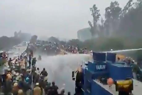 Farmers Protest: రైతులపై పోలీసుల ఉక్కుపాదం.. రాళ్లు విసిరి.. బారికేడ్లు పడేసి..