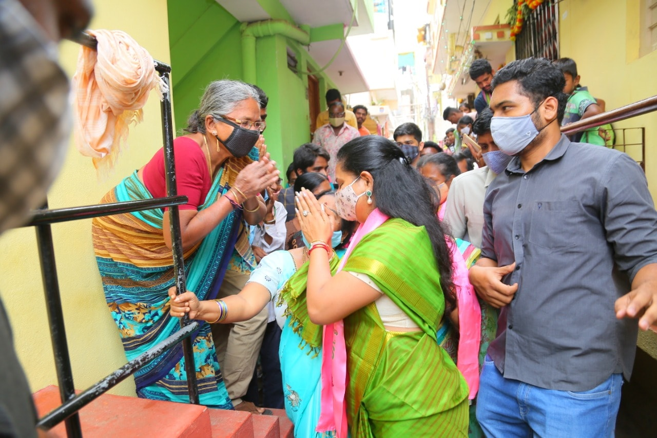 గాంధీనగర్లో ఎమ్మెల్సీ కవిత ఎన్నికల ప్రచారం