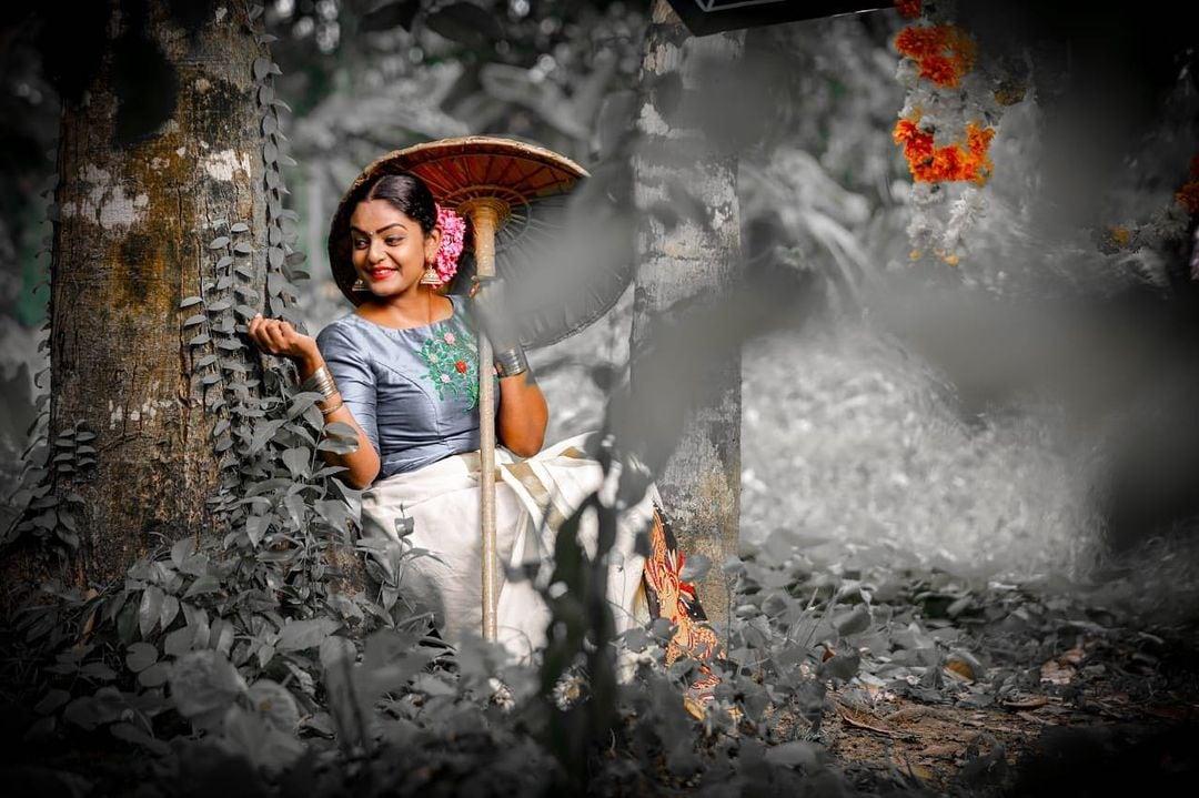 తెలుగులో ఆమె చేస్తున్న కార్తీకదీపం సీరియల్ హేమాహేమీలైన ప్రోగ్రాంలకు దీటుగా నిలుస్తూ రేటింగ్స్లో టాపర్ గా నిలుస్తుంది. (Premi Viswanath) Photo: Premi Viswanath instagram
