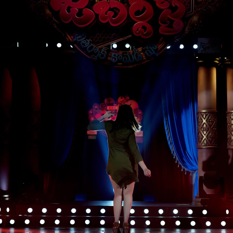 Anchor Anasuya : ఖతర్నాక్ అందాలతో కేక పెట్టిస్తోన్న యాంకర్ అనసూయ.. అదిరిన లేటెస్ట్ పిక్.. Photo : Instagram