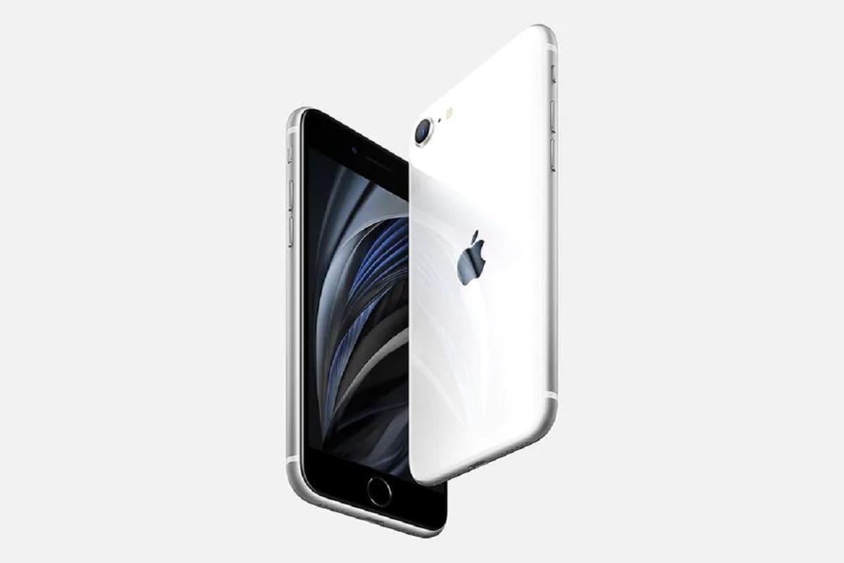 8. iPhone SE: యాపిల్ ఐఫోన్ ఎస్ఈ 32జీబీ వేరియంట్ స్మార్ట్ఫోన్ అసలు ధర రూ.39,900 కాగా ఆఫర్ ధర రూ.32,999.