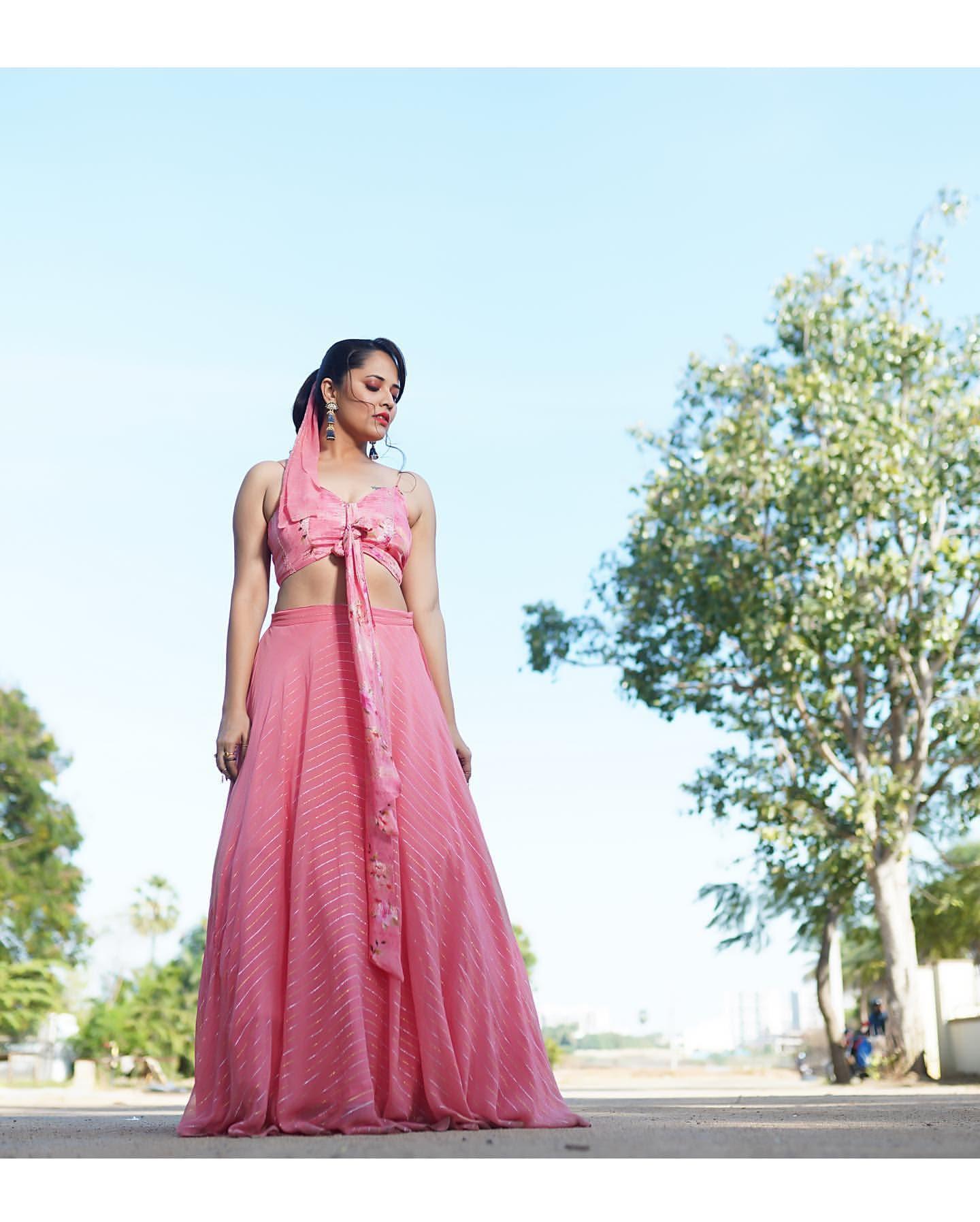 Anasuya Bharadwaj : అనసూయ.. ఈ పేరు తెలియని తెలుగు టీవీ ప్రేక్షకులు ఉండరంటే అతిశయోక్తి కాదు. అంతలా ఆమె 'జబర్దస్త్' షో ద్వారా తెలుగువారికి దగ్గరైంది. Instagram