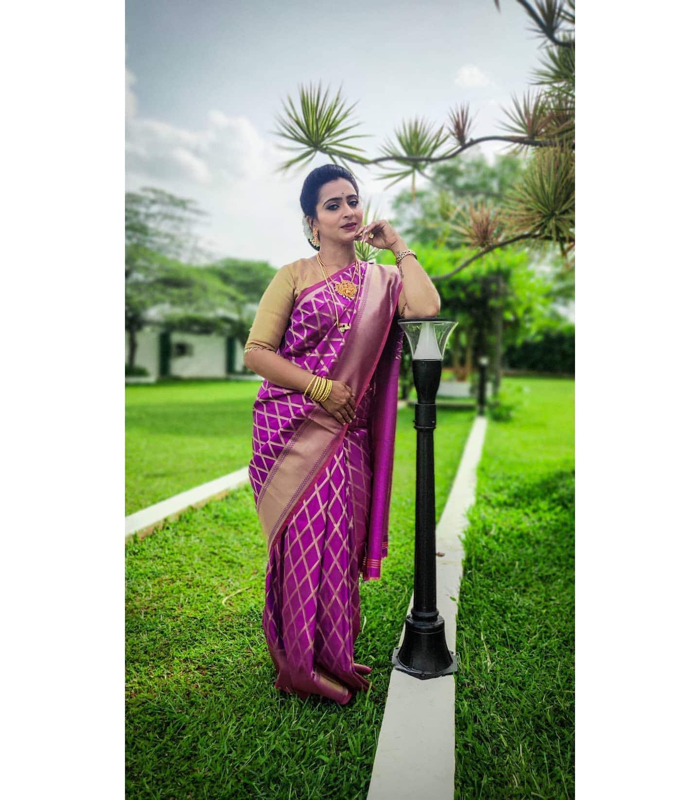 Karthika Deepam : అందాల అత్తమ్మ సౌందర్య (అర్చన అనంత్ ) బ్యూటీఫుల్ పిక్స్.. Photo : Instagram