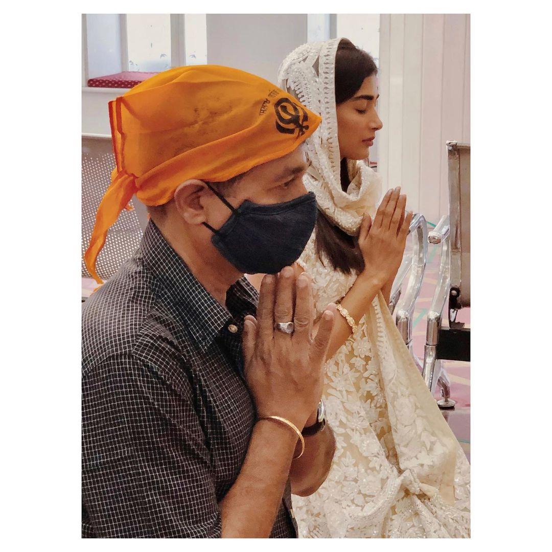 గురుద్వారాలో పూజా హెగ్డే ప్రార్థనలు (Instagram/Photo)