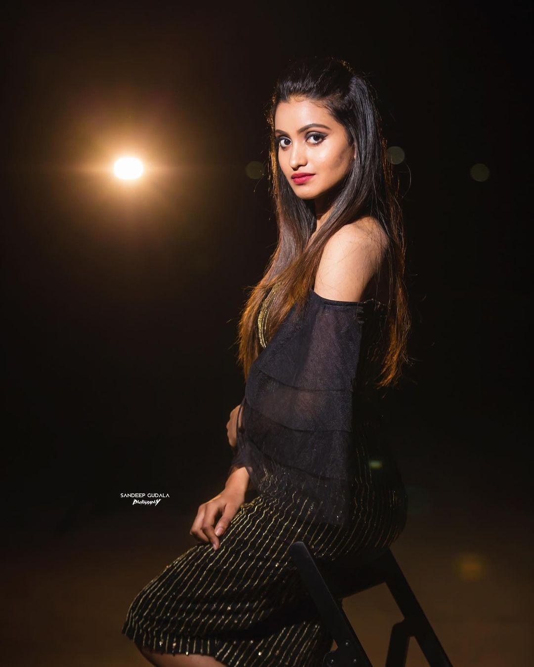 క్యూట్ లుక్స్తో ఆకట్టుకుంటోన్న 'ఢీ' బ్యూటీ దీపికా పిల్లి లేటెస్ట్ ఫొటోలు. Photo: Deepika Pilli Instagram